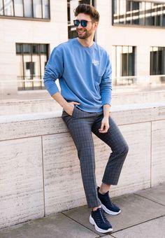 Anzugshosen können nur im Buiness getragen werden - says who? Philip beweist das Gegenteil! Er trägt eine grau karierte Anzugshose und kombiniert sie mit einem blauen Sweatshirt und coolen, blauen Sneakern. Ein absolut cooler Style, der sich einfach nachstylen lässt. Gentleman, Cooler Style, X Men, Dress Up, Normcore, Sporty, Poses, Outfits, Beauty