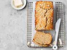 Doctors at the International Council for Truth in Medicine are revealing the truth about diabetes that has been suppressed for over 21 years. Oatmeal Bread Recipe, Banana Bread Recipes, My Recipes, Sweet Recipes, Cooking Recipes, Favorite Recipes, Nutritious Snacks, Healthy Snacks, Gluten Free Oat Bread