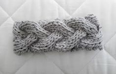 LuluKnits: Braided Knit Headband  Easy pattern to follow. Not as wide as I would have liked, but it turned out nice!