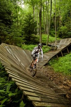 mountain biking in west virginia by belphegor. I so wanna ride this trail. Looks awesome!! http://equipacionesciclismo.com/