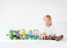 Pic with favorite stuffed animals/dolls Cute Photos, Baby Photos, Cute Pictures, Baby Pictures, Family Pictures, Toddler Photography, Love Photography, Indoor Photography, Toddler Photos