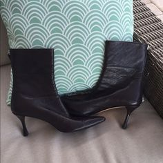"""👢Amazing Gucci Brown Ankle Leather Boots Excellent condition. Extremely light wear on tips.  Leather.  Heel height: 4"""".  Butter soft. Gucci Shoes"""