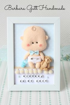 Inspiruje Basia - Inspirations from BasiaBaby Decorative Frame New baby Personalised Felt box by TiTicsDoll World: modele, îmbrăcăminte, miniatură Baby Crafts, Felt Crafts, Diy And Crafts, Crafts For Kids, Baby Frame, Felt Pictures, Felt Wreath, Cute Frames, Felt Baby