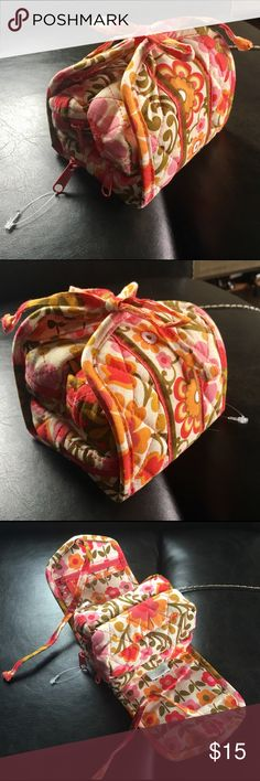 "🏵VERA BRADLEY NWOT 4 POCKET COSMETIC BAG 🏵VERA BRADLEY NWOT 4 POCKET COSMETIC BAG. CUTE LITTLE QUILTED FLORAL TRAVEL BAG. NEVER USED. FOLDS UP TO 4""CUBE- WHEN UNFOLDED, IT'S 12"" LONG. THERE IS A MAGNET INSIDE CLOTH TO SECURE POCKETS TOGETHER AND THEN TIES CLOSED. Vera Bradley Bags Cosmetic Bags & Cases"