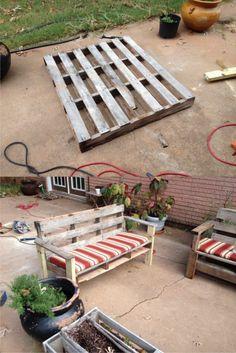Sofá para jardín con un palé