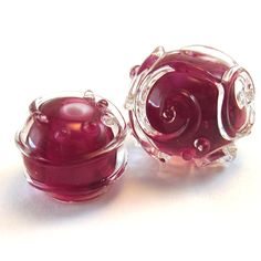 Gorgeous pink beads, clear encasing with clear details on top of this!