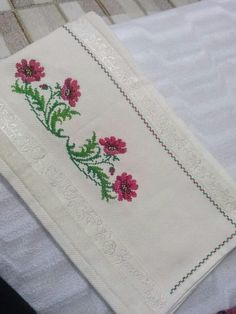 Cross Stitch Patterns, Card Holder, Embroidery, Cards, Cross Stitch Embroidery, Monogram Alphabet, Portion Plate, Amor, Bedspreads
