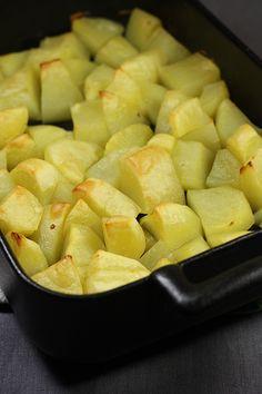 Pommes de terre crousti-moelleuses au four (cuisson avec du bouillon) Potato Recipes, Vegetable Recipes, Vegetarian Recipes, Healthy Recipes, Cuisine Diverse, Couscous Recipes, Baked Roast, Crispy Potatoes, Pasta