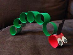 The Very Hungry Caterpillar: Easy craft ideas to accompany the book. Great for toddlers.