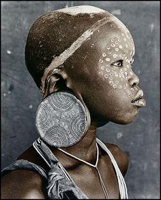 Africa | Nale [18], Suri Tribe, Ethiopia | © Jan C Schlegel.
