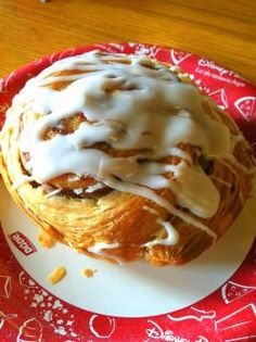 Disney Cinnamon Roll... not gonna lie, this is what I'll be thinking of the whole 13.1 miles I run this-morning.. this is what I'm getting after!
