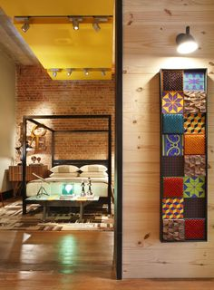 Casa Cor rj 2012 - Apartamento Carioca - Casa do Estudante - Rui Barbosa / AF Arquitetura #bedroom #wall #brick #patchwork #ceiling #lighting #yellow