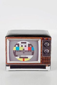 Um pouf criado a partir de uma televisão