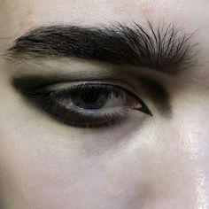 eyeliner guys aesthetic ~ eyeliner guys + eyeliner guys aesthetic + eyeliner guys emo boys + guys with eyeliner + guys in eyeliner + men eyeliner guys + guys wearing eyeliner + eyeliner on guys Edgy Makeup, Male Makeup, Makeup Inspo, Makeup Art, Makeup Inspiration, Beauty Makeup, Make Up Looks, Aesthetic Eyes, Aesthetic Makeup