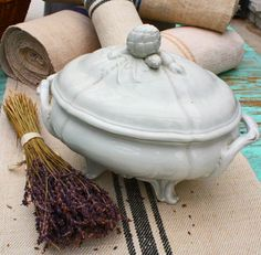 French Antiques, French Country style decor Page 2 French Style Homes, French Country Style, French Decor, French Country Decorating, French Soup, Style Français, Vintage Crockery, Antique Pottery, White Dishes