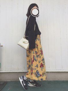 こんにちは🍒   このまえ春用に買ったJEANASiSのスカートと見せかけてワイドパンツ☺💕💕💕 かわいい☺💕💕💕   最近はほんとあったかすぎて部屋にてんとう虫が出る。むり。 Japan, Floral, Skirts, How To Wear, Fashion, Moda, Fashion Styles, Flowers, Skirt