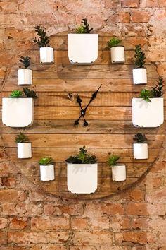 Diy Wall Planter, Succulent Planter Diy, Diy Planters, Succulents Diy, Planter Boxes, Outdoor Wall Planters, Indoor Window Garden, Concrete Planters, Balcony Garden