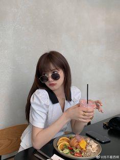 Aesthetic Photo, Aesthetic Girl, Aesthetic People, Instagram Ideas, Our Girl, Ulzzang Girl, Korean Girl, Spring Summer Fashion, Cool Pictures