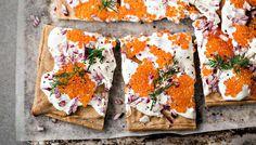 Blinipannari on vähärasvainen ja helppo vaihtoehto perinteisille blineille. Gluteeniton pannukakku maistuu myös makeiden täytteiden kanssa.