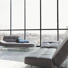 Canapés du salon, en tissus type alcantara gris souris SMALA / Pascal Mourgue / Cinna