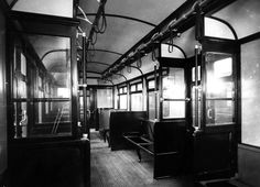 The interior of a District Line Underground carriage, 1911. | 38 Breathtaking Pictures From The Early Days Of The London Underground