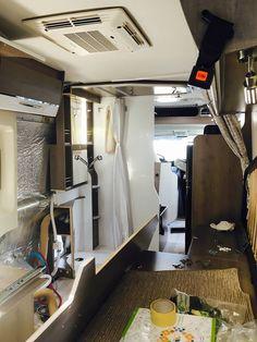 Kamper, tak jak każdy pojazd użytkujący drogi publiczne, narażony jest na przeróżne uszkodzenia, nie zawsze wynikające z naszej winy. Tym razem na stół operacyjny CarGO! trafił Pilote Foxy Van 630, któremu przeprowadzamy porządne leczenie w ramach bezgotówkowych napraw pojazdów kempingowych z OC/AC. Chcecie zobaczyć dalsze efekty prac nad pacjentem? 💉💊🚑  Serwis CarGO!: 📞+48 501 72 40 40 ✉ serwis@cargo-group.pl http://cargo-group.pl/serwis