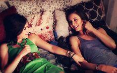"""""""Você é louca, mas eu te amo."""" Aria (para Spencer)"""