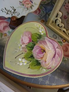 Image Painting, Tole Painting, Painting On Wood, Painting & Drawing, Decorative Painting Projects, Heart Crafts, Painting Inspiration, Flower Art, Flower Power