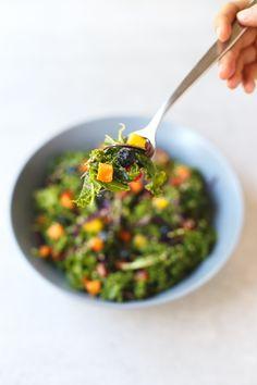 Oil-free rainbow kale salad recipe | simpleveganblog.com #vegan #oilfree #healthy
