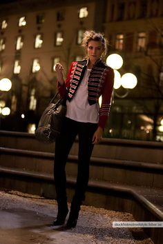 Popular Military Inspired Outfits Fashion Ideas For Women 16 Popular Military Inspired Fashion Trends For Women Military Chic, Military Style Jackets, Military Jacket Women, Military Looks, Navy Military, Military Inspired Fashion, Military Fashion, Military Outfits, Military Clothing