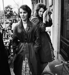 Two young Amsterdam women. Nederlands Fotomuseum / Ed van der Elsken. Vintage Street Fashion, 1960s Fashion, Women's Fashion, Amsterdam City Centre, Photo Ed, Famous Photographers, Black And White Pictures, World War Two, Historical Photos