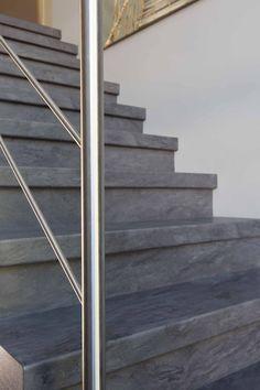 industriële betonlook trap afgewerkt met een stoere RVS balustrade Stairs, Rvs, Modern, Home Decor, Stairway, Trendy Tree, Decoration Home, Staircases, Room Decor