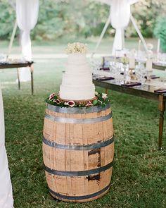 Country Wedding Cakes wine barrel wedding cake stand for country wedding ideas Trendy Wedding, Dream Wedding, Wedding Ideas, Wedding Rustic, Wedding Decorations, Table Wedding, Rustic Weddings, Wedding Inspiration, Wedding Details