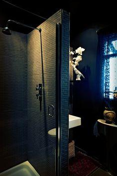 Amazing 22 Dramatic Gothic Bathroom Designs Ideas : Amazing 22 Dramatic Gothic Bathroom Designs With Black Brick Wall And White Toilet And W. Gothic Bathroom, Modern Bathroom, Black Brick Wall, Sombre, Dark Interiors, Gothic House, Lighting Design, Decoration, Interior Design