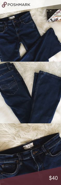 FP SUPER FLARES 8/10 condition free people flares, no damage just natural wear from washing. Super cute denim to rock with a chunky sweater and booties. No holds or trades, will accept reasonable offers. Free People Jeans