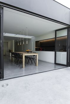 Doorlopende polybeton, foto Annemie Van Roey, 1518VAND stam.be Cosy House, Up House, Home Interior Design, Exterior Design, Floor Design, House Design, Garage To Living Space, Concrete Houses, Grey Houses