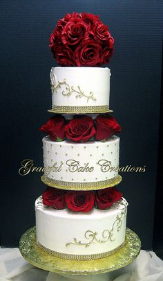 Elegant Ivory and Gold Wedding Cake