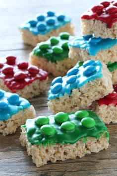 Lego Rice Krispie Treats - - Lego Rice Krispie Treats are easy to make for your Lego lover. Great for a Lego birthday party, Lego themed allergy friendly treat for school, or just plain fun for Lego lovers! Lego Themed Party, Lego Birthday Party, 8th Birthday, Birthday Treats For School, 5th Birthday Ideas For Boys, Lego Party Favors, Lego Movie Party, School Treats, Craft Party