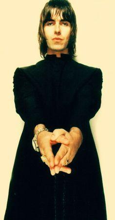 Liam Gallagher John Lennon's talisman - Google Search Liam Gallagher Noel Gallagher, Oasis Live Forever, Liam Oasis, Underground Film, Liam And Noel, Rock Hairstyles, Hair Icon, Man Crush Everyday, Britpop
