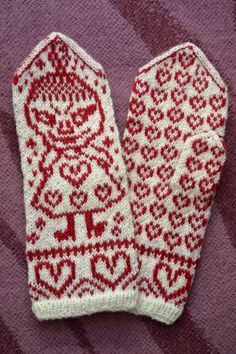 Knitted Mittens Pattern, Knit Mittens, Knitting Socks, Free Knitting, Knitting Patterns, Little My Moomin, Norwegian Knitting, Wrist Warmers, Knit Crochet