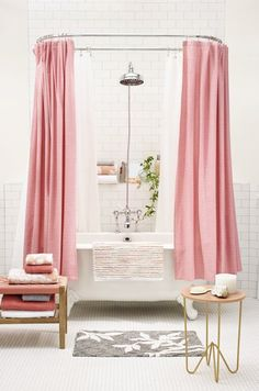 If I ever went with a pink bathroom- it'd look a bit like this!