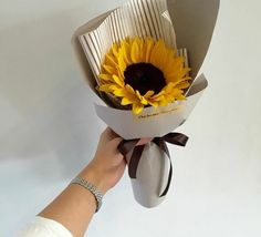 Bouquet Wrap, Hand Bouquet, Diy Bouquet, Amazing Flowers, Pretty Flowers, Single Flower Bouquet, Bloom Baby, Sunflower Bouquets, Flower Packaging