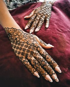 Henna is the most traditional part of weddings throughout India. Let us go through the best henna designs for your hands and feet! Henna Hand Designs, Dulhan Mehndi Designs, Mehndi Designs Finger, Rose Mehndi Designs, Latest Bridal Mehndi Designs, Mehndi Designs For Girls, Mehndi Designs For Beginners, Modern Mehndi Designs, Mehndi Design Pictures