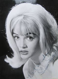 "Sue Lyon July 10, 1946, 1:36 AM in:	Davenport, IA (United States) Sun: 	17°26' Cancer	AS: 	2°40' Gemini Moon:	2°35' Sagittarius	MC: 	8°38' Aquarius Dominants: 	Leo, Gemini, Sagittarius Mercury, Moon, Pluto Houses 4, 7, 3 / Fire, Air / Mutable Chinese Astrology: 	Fire Dog Numerology: 	Birthpath 1 Height: 	Sue Lyon is 5' 3"" (1m60) tall"