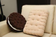 Handgenähte Kissen im Keks Form ist geschmackvolles Deko. Ideal geeignet für den beliebten Mann welche Süßigkeiten besonders mag oder für einfach die Menschen welche originales Deko würdigen....
