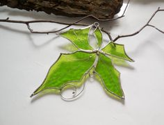 Hey, I found this really awesome Etsy listing at https://www.etsy.com/ru/listing/198284220/stained-glass-suncatcher-green-maple