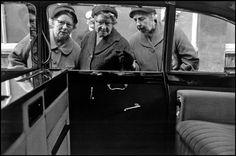 Bruce Davidson, Three women peeking into car, England & Scotland portfolio, London, UK, 1960.  © Bruce Davidson/Magnum Photos.