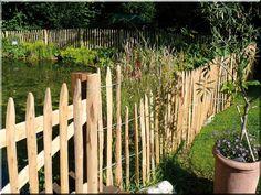 Vadászkerítés Garden Poles, Garden Stakes, Garden Fencing, Garden Bridge, Wooden Floor Tiles, Wooden Flooring, Loft Furniture, Garden Furniture, Rustic Fence