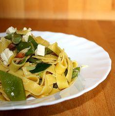Grüne Bohnen-Pasta mit Mandeln und Feta