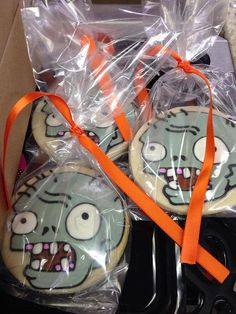 One Dozen Zombie Decorated Sugar Cookies Inspired By Plants vs Zombies Plants Vs Zombies, Zombies Vs, Zombie Birthday Parties, Leo Birthday, Zombie Party, Zombie Cookies, Halloween Cookies, Halloween Themes, Plantas Versus Zombies